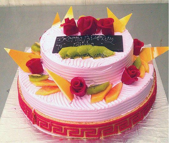 Picture of Radisson Strawberry Cream Cake Double Deck (3 Kg)