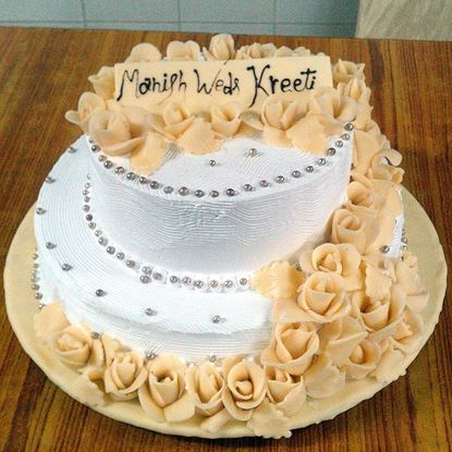 Picture of Radisson Wedding Cake - White Forest with White Roses (6 Kg)